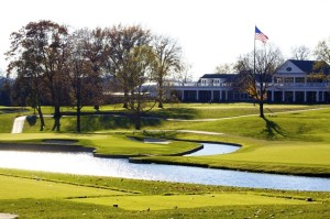 The island green of the par-5 8th hole sits below the grand Clubhouse at Scioto CC. Photo Credit: Jackie Davis
