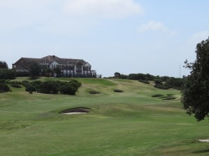 The 18th green and Clubhouse at New South Wales Golf Club.