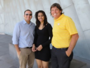 With honeymooners Mahendra and Deebika from India. Already some input for a 'Golf Journey to India!'