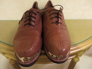 My magic gold-tipped Vecci golf shoes... one click... two click... three click...