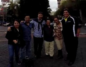 With Paulina De Labra, Hector Infanzon, Rodrigo Macias and the film crew.