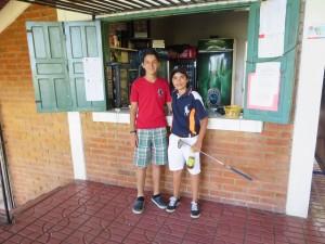 Junior golfers Diego (L) and Eduardo enjoying a mid round snack.
