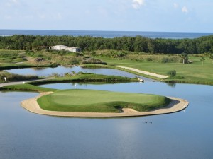 The island green, the 160-yard par 3 11th hole at The Black Pearl, from its elevated tee. I love this hole!