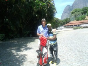 _Andy leaving donated golf equipment with Beto Chiclete