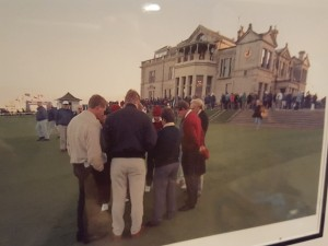 Moment of silence for his Dad with Norman, Price, Els and other friends at the Old Course.