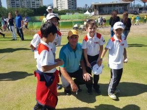 Australian Olympic Golfer Scott Hend surrounded by his young fans!